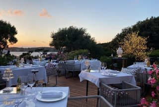 Sometimes in the evening, when the sun sets over the old harbour, you can feel the peacefulness coming up the golden stairs and lay down in our garden . . . . #pedrigardenrestaurant #portocervo #promenadeduport  #sardinia #italiancuisine🇮🇹 #costasmeralda #sardiniarestaurant  #sardiniaexperience #summer2021 #sunsetgram #dinnertable #dinnergoals #romanticplaces #seaviewrestaurant #pedrigarden #portocervolifestyle